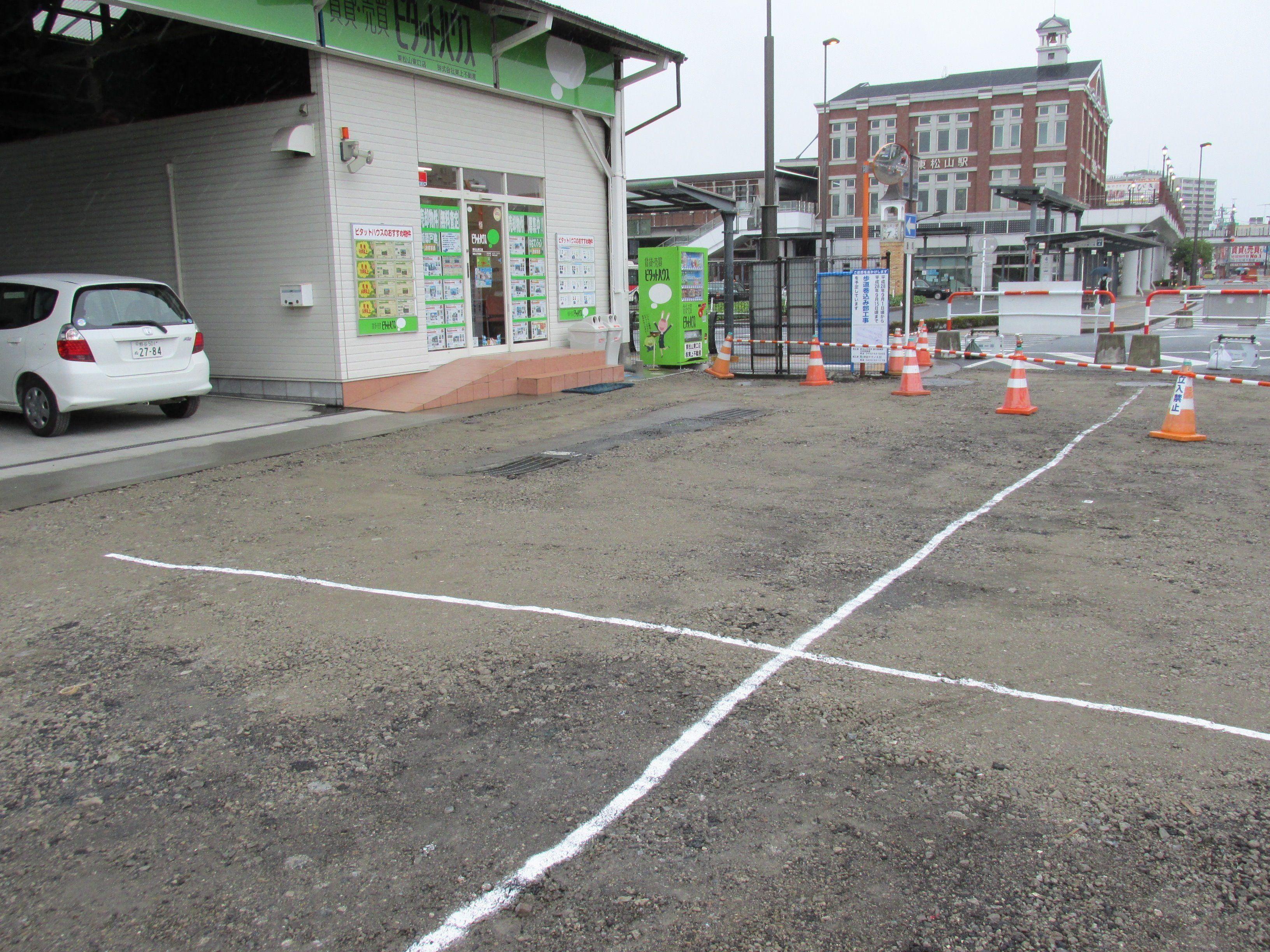 東口店前道路工事中、ご注意ください。